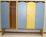 Широкий шкаф для одежды для детского сада